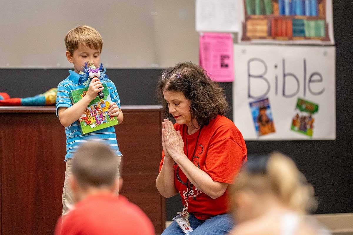 tile-preschool-pals-chapel-prayer