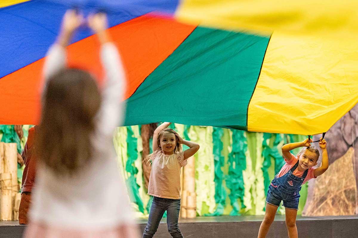tile-preschool-pals-play-parachute